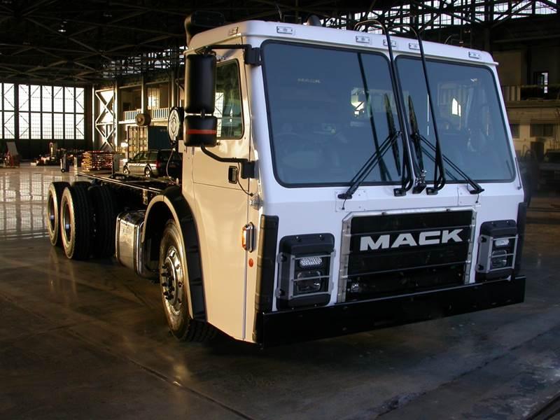 משאית מק LR חשמלית