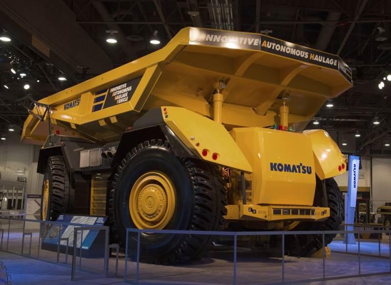 משאית מכרות אוטונומית מתוצרת קומטסו